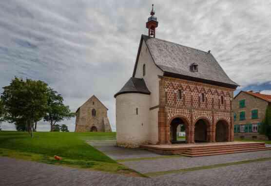 Kirchenfragment und Torhalle Lorsch