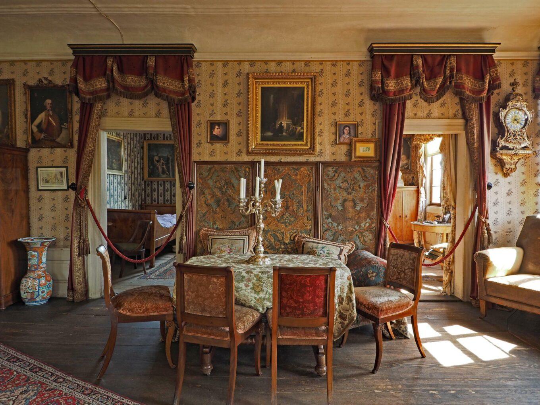 Brentano-Haus, Blick in die Goethe-Kabinette