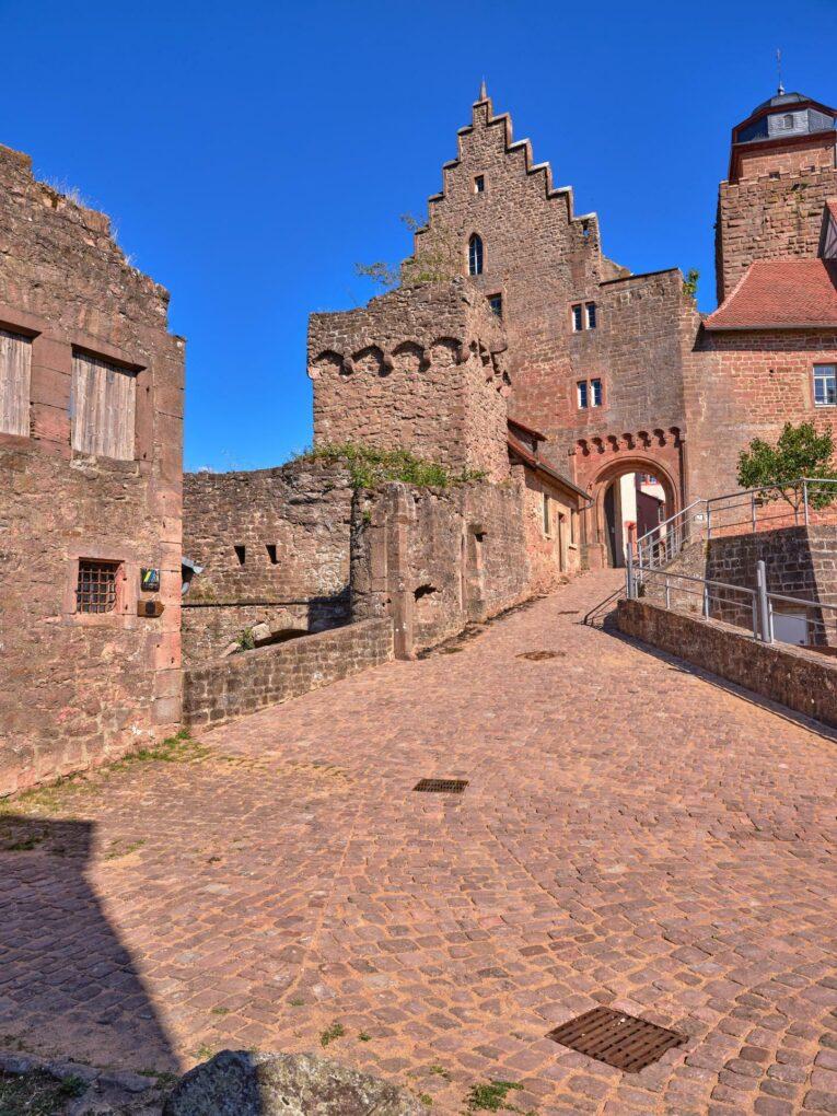 Burg Breuberg, Zugang zur Kernburg