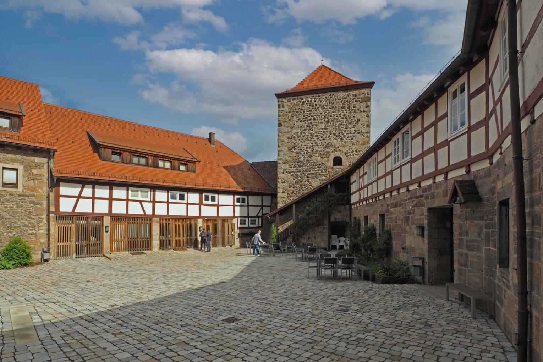 Burg Fürsteneck, Blick in den Burghof nach Norden