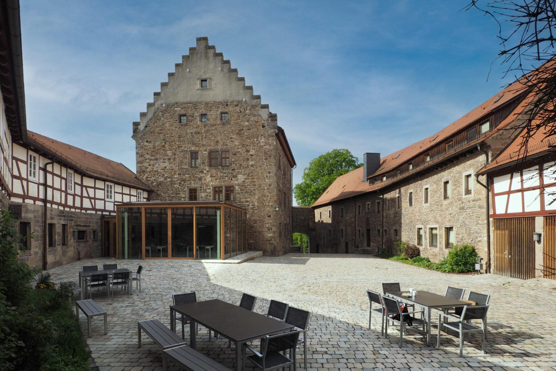 Burg Fürsteneck, Blick in den Burghof