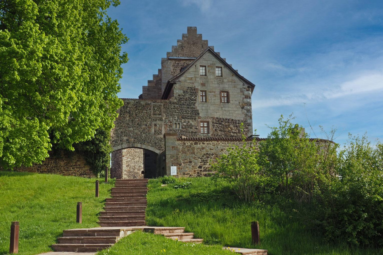Burg Fürsteneck, Blick auf das Burgtor