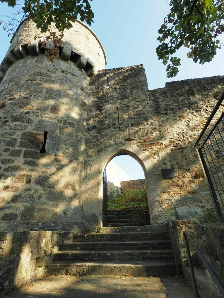 Burgruine Felsberg, Eingangsportal