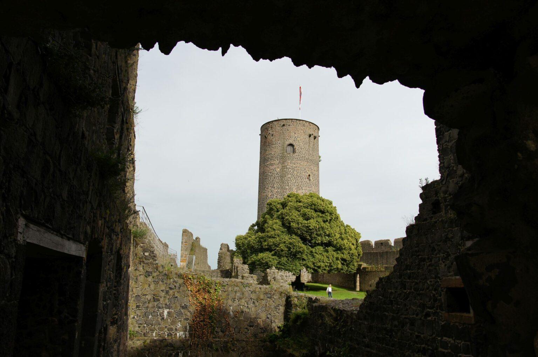 Blick auf den Turm der Burgruine