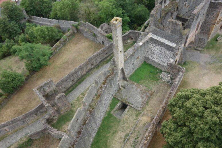 Ansicht des Bleigärtchens auf der Burgruine Münzenberg von Oben