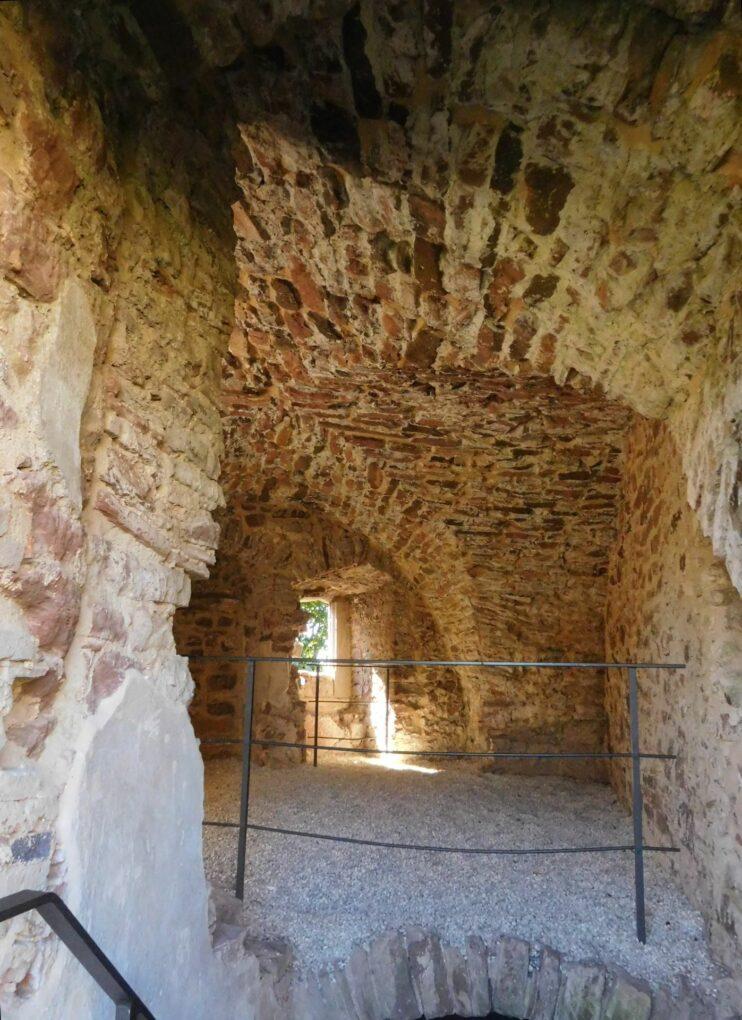 Burgruine Schwarzenfels, Gewölbe