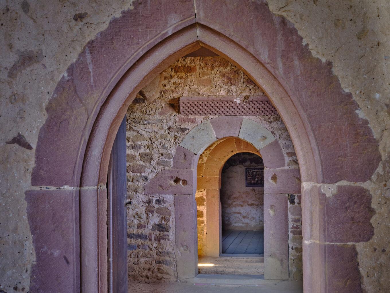 Einhardsbasilika, Durchgang zur Sakristei