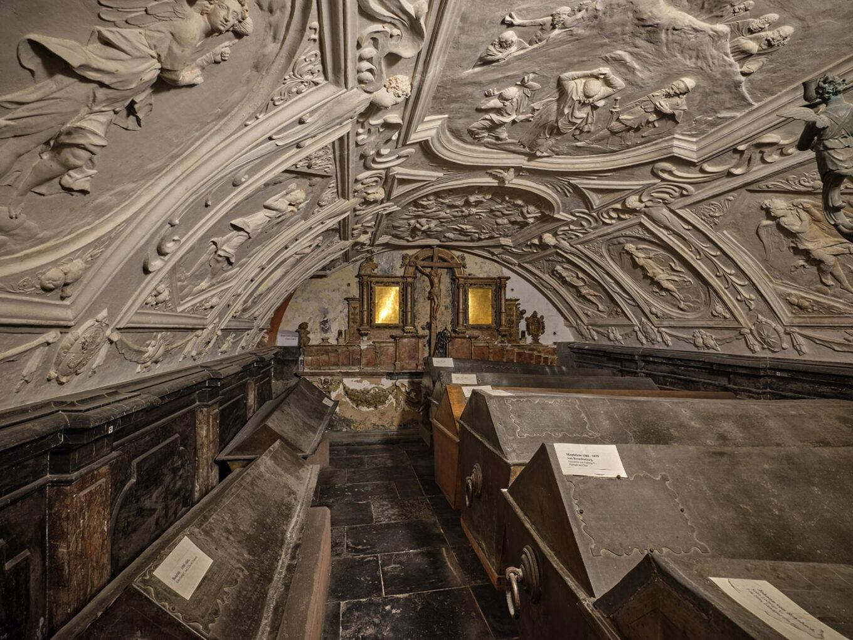 Fürstengruft Darmstadt, Hinteres Gewölbe mit Epitaph