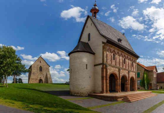 Kloster Lorsch, Torhalle und Kirchenfragment
