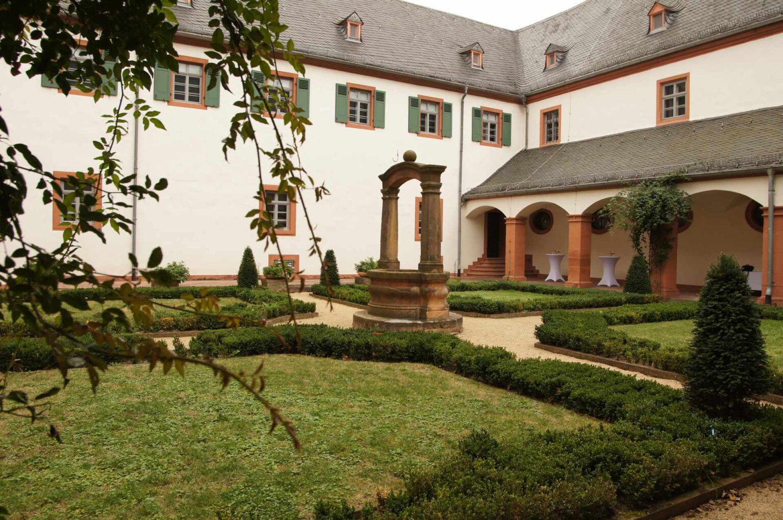 Blick auf den Kreuzgang im Kloster Seligenstadt