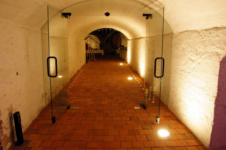 Eingang zum Weinkeller im Kloster Seligenstadt