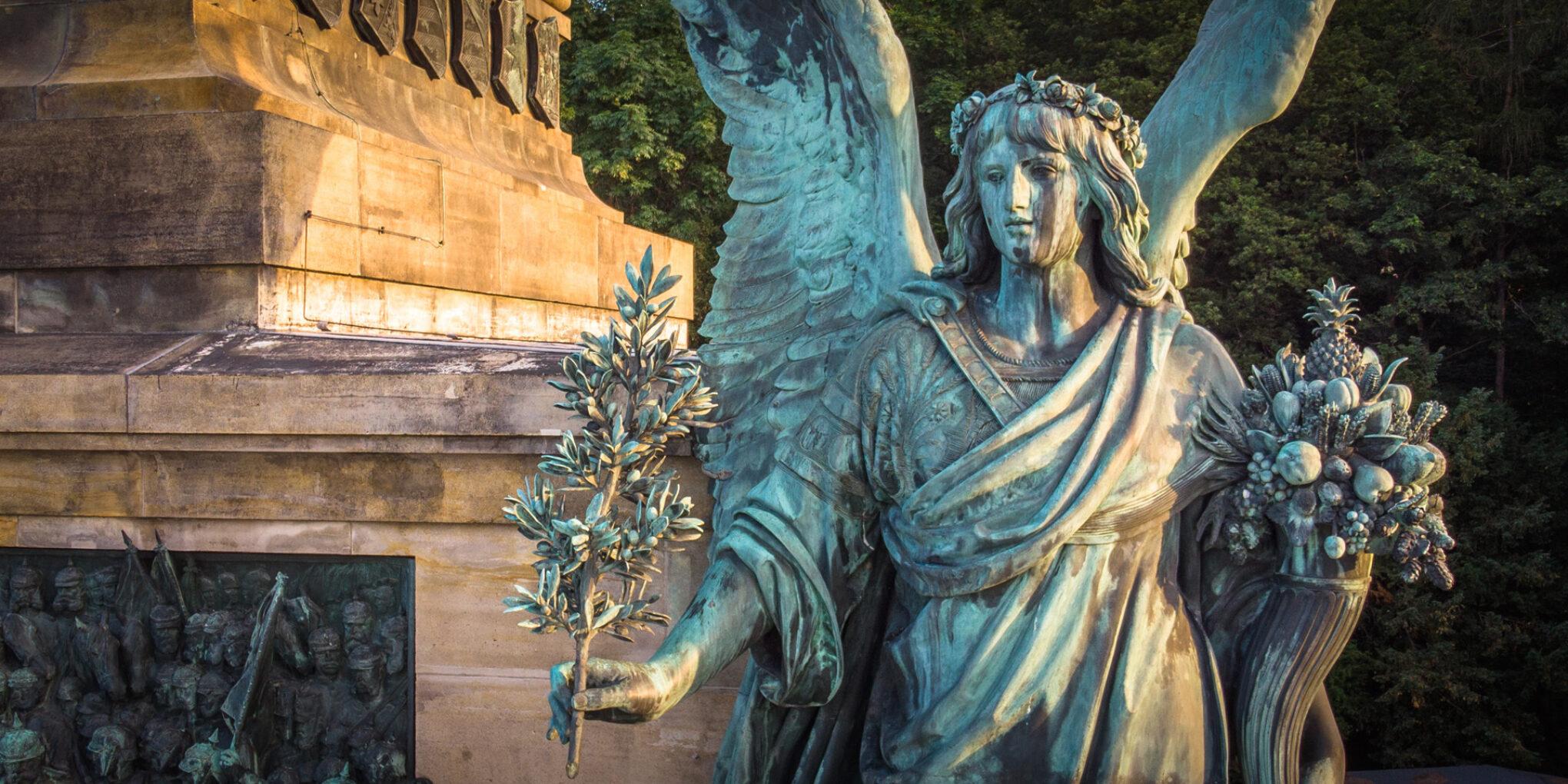 Niederwalddenkmal, Friedensfigur