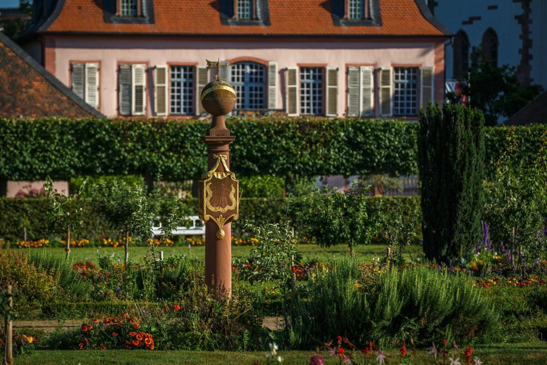 Prinz-Georg-Garten, Sonnenuhr