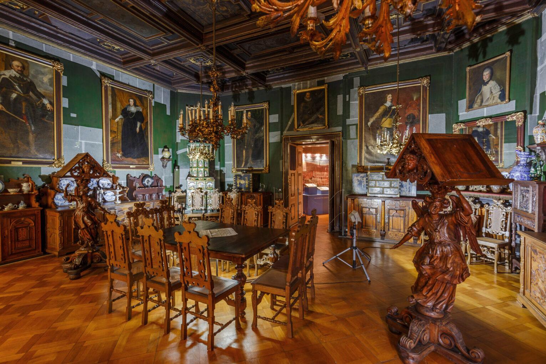 Saal mit den Gemälden berühmter Niederländer