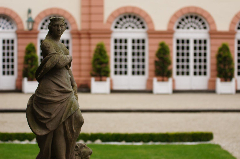 Skulptur auf dem Schlossgelände in Weilburg