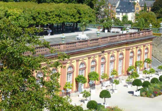 Dach der Unteren Orangerie und dahinterliegender Lindensaal