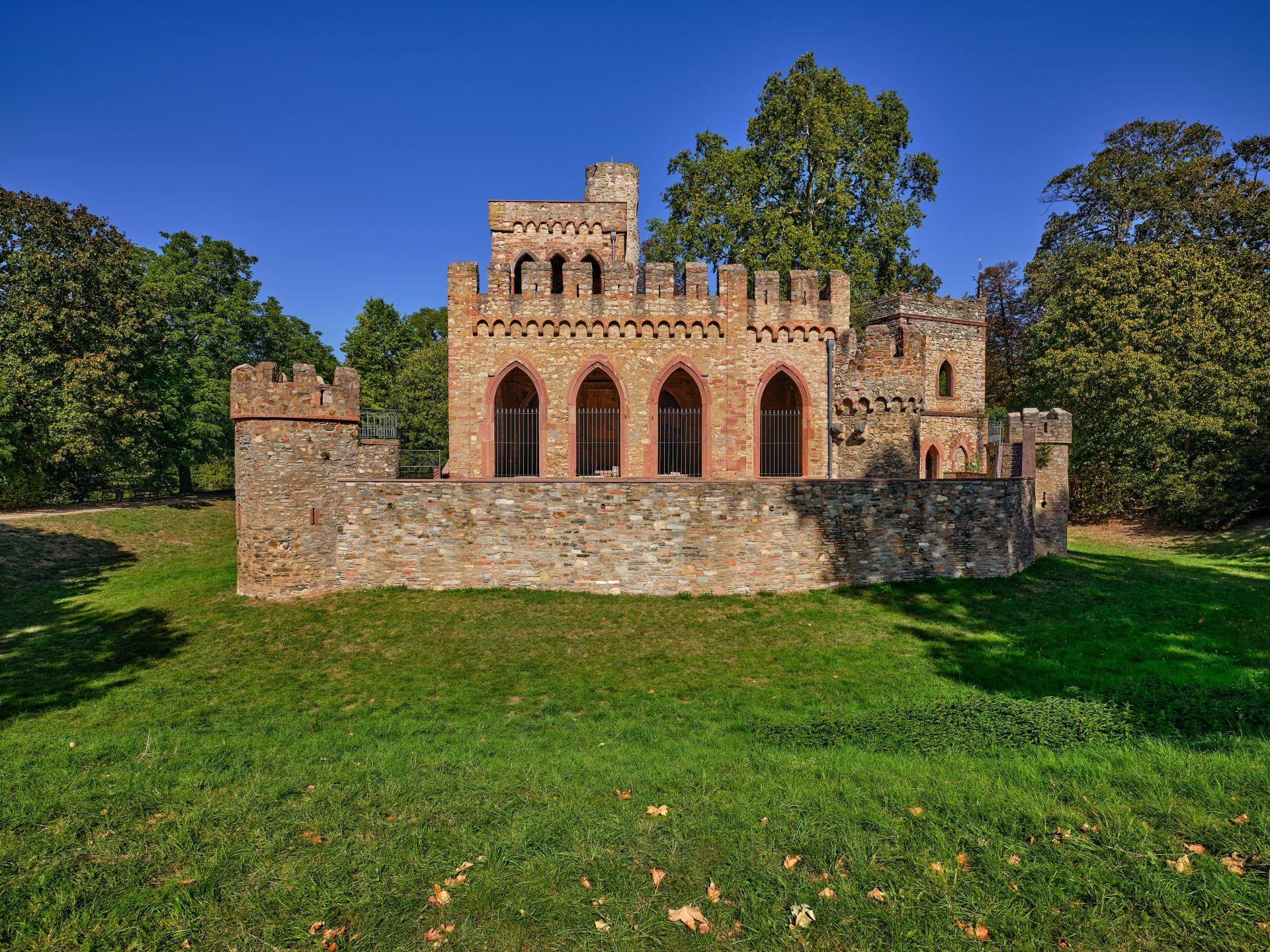 Burgruine - Schlosspark Biebrich