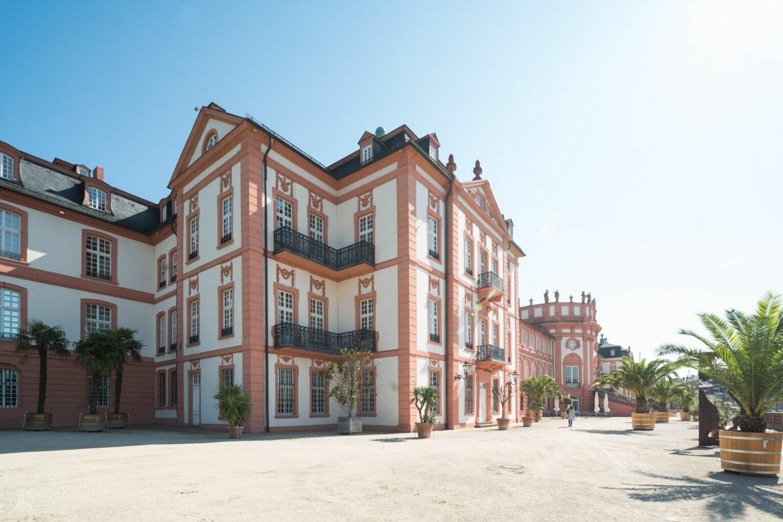 Biebricher Schloss am Rhein Foto Jan Hosan