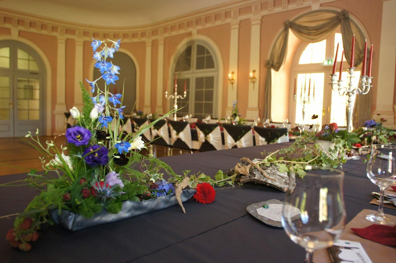 Festlich geschmückter kleiner Arkadensaal in Hanau-Wilhelmsbad