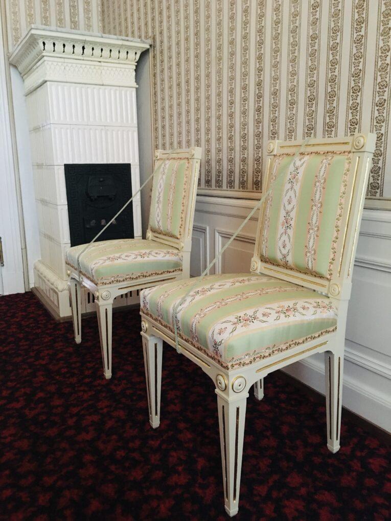 Stuehle mit nachgewebtem Stoffueberzug in den Kaiserlichen Appartements