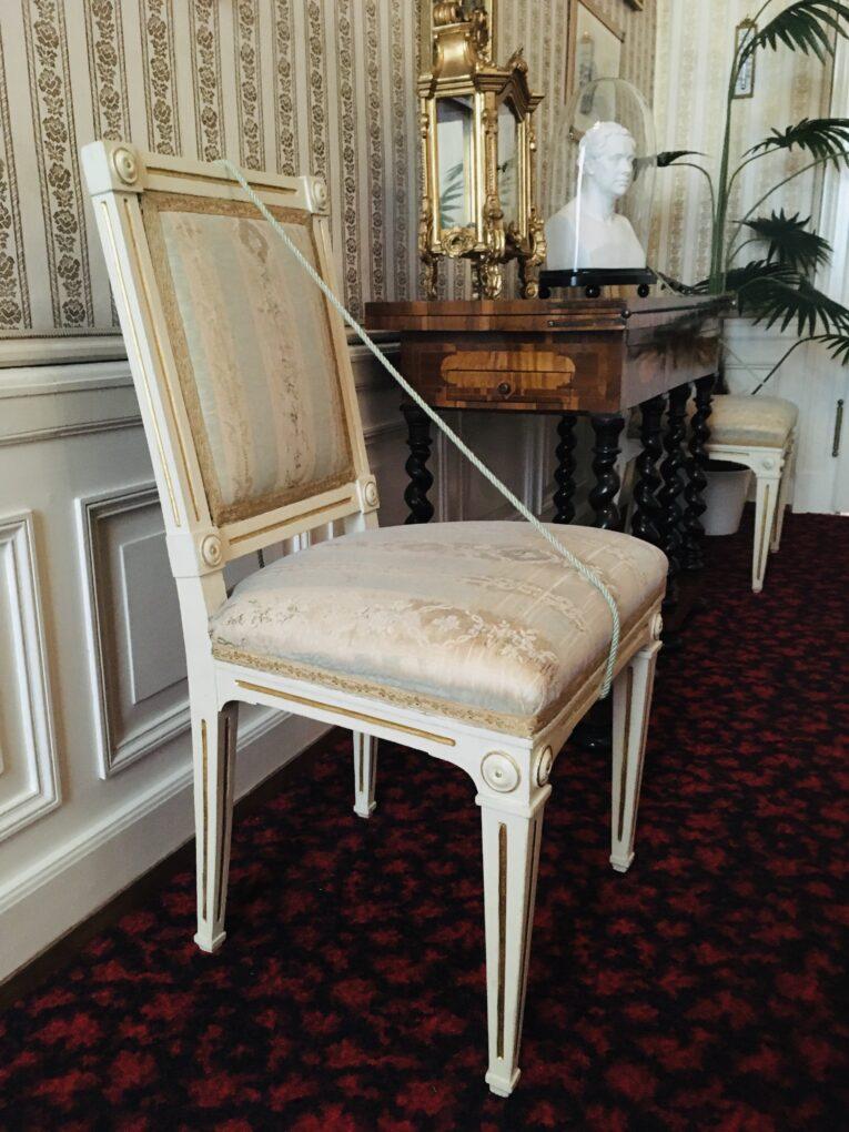 Stuhl mit originalem Stoffueberzug in den Kaiserlichen Appartements