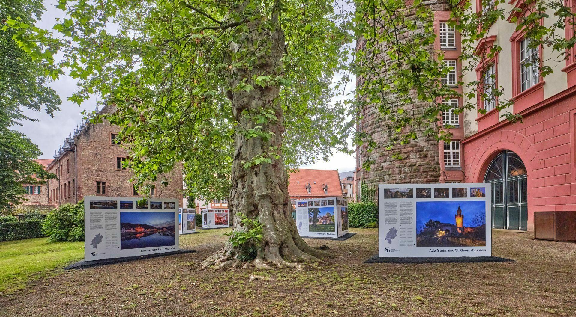 Schloss Erbach hat ein neues Highlight: eine Tafelausstellung mit Fotografien von Michael Leukel