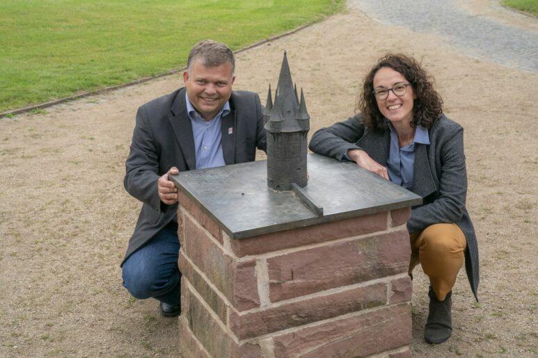 Bürgermeister Thomas Groll und die Kunstministerin Angela Dorn.