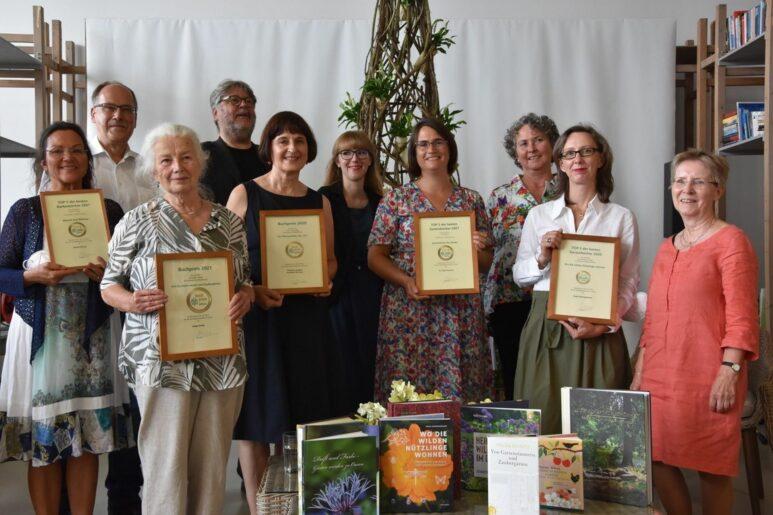 In der Mitte, vordere Reihe, befindet sich unsere Landschaftsarchitektin Inken Formann mit ihrem Preis.