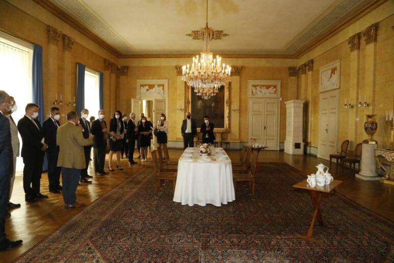 """Der Speisesaal mit einer reduzierten """"Kriegstafel"""" ist ein Höhepunkt in den Kaiserlichen Appartements"""