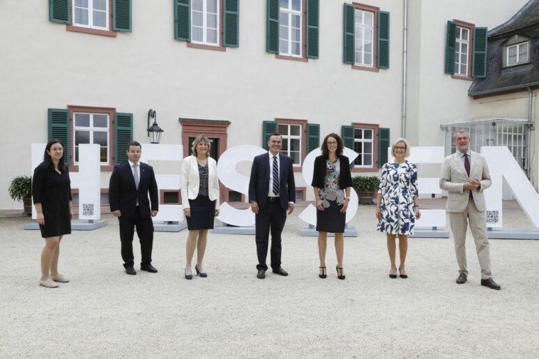 Festakt mit HESSEN-Buchstaben zum Geburtstag des Landes am Bad Homburger Schloss