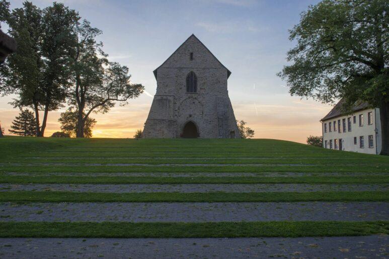 Die Ruine der Kirche zählt zum ältesten Baubestand der Welterbestätte Kloster Lorsch