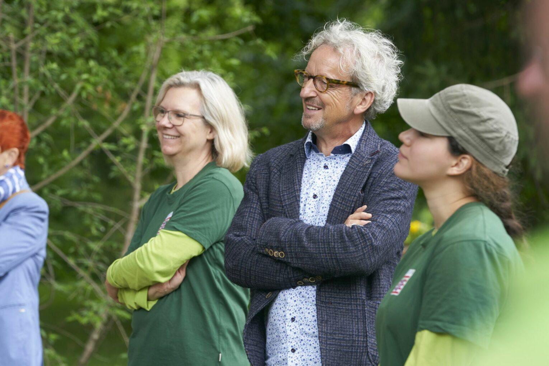 Meister und Meisterinnen der stetigen Weiterentwicklung (und Verschönerung) des Bad Homburger Schlossparks: Peter Vornholt mit Gärtnerinnen seines Teams.